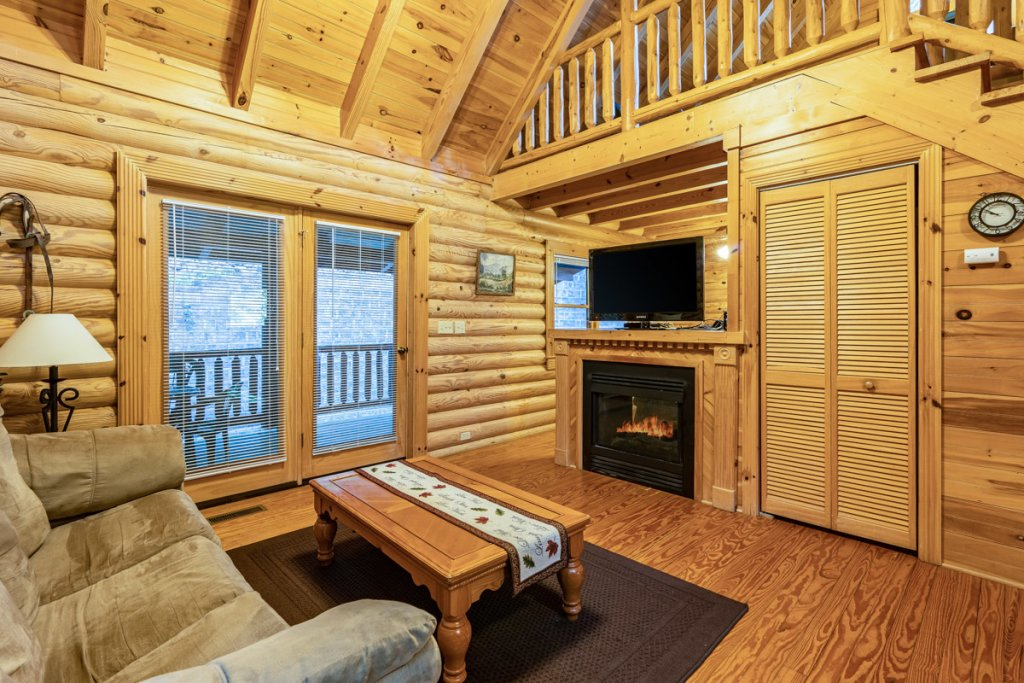 Photo of a Sevierville Cabin named Bear Naked - This is the seventh photo in the set.