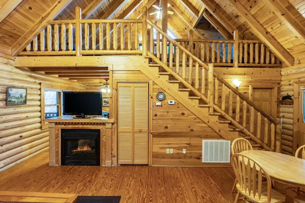 Photo of a Sevierville Cabin named Bear Naked - This is the eighth photo in the set.