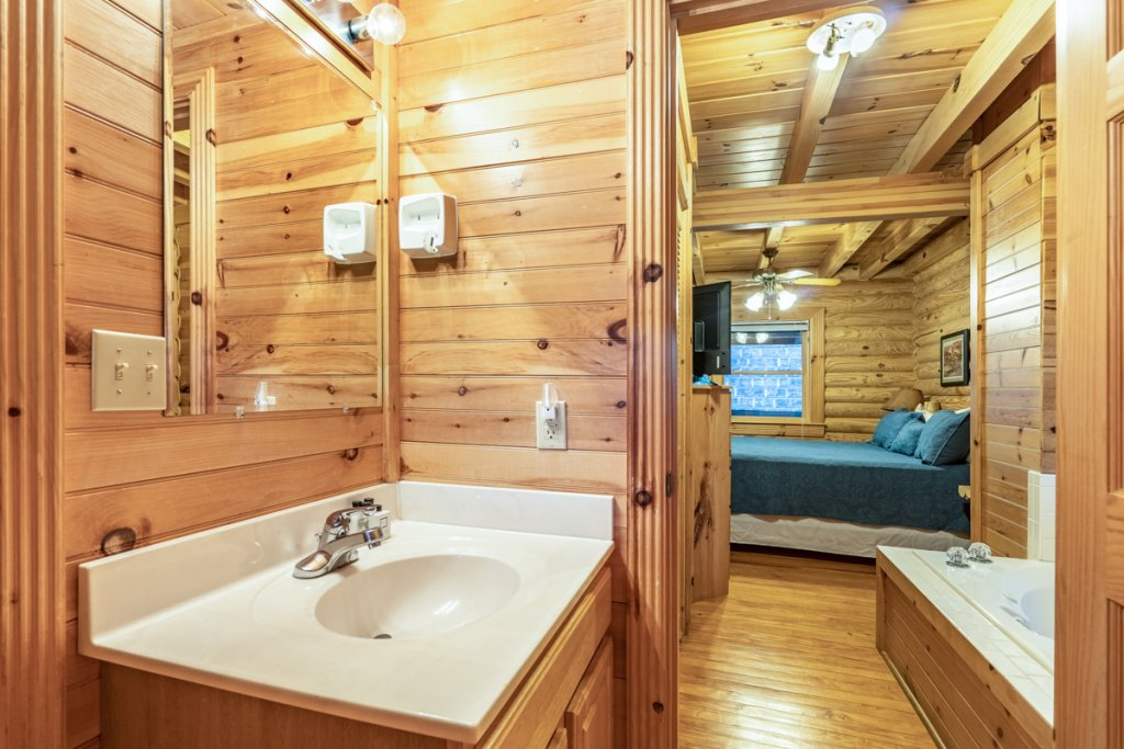 Photo of a Sevierville Cabin named Bear Naked - This is the thirteenth photo in the set.