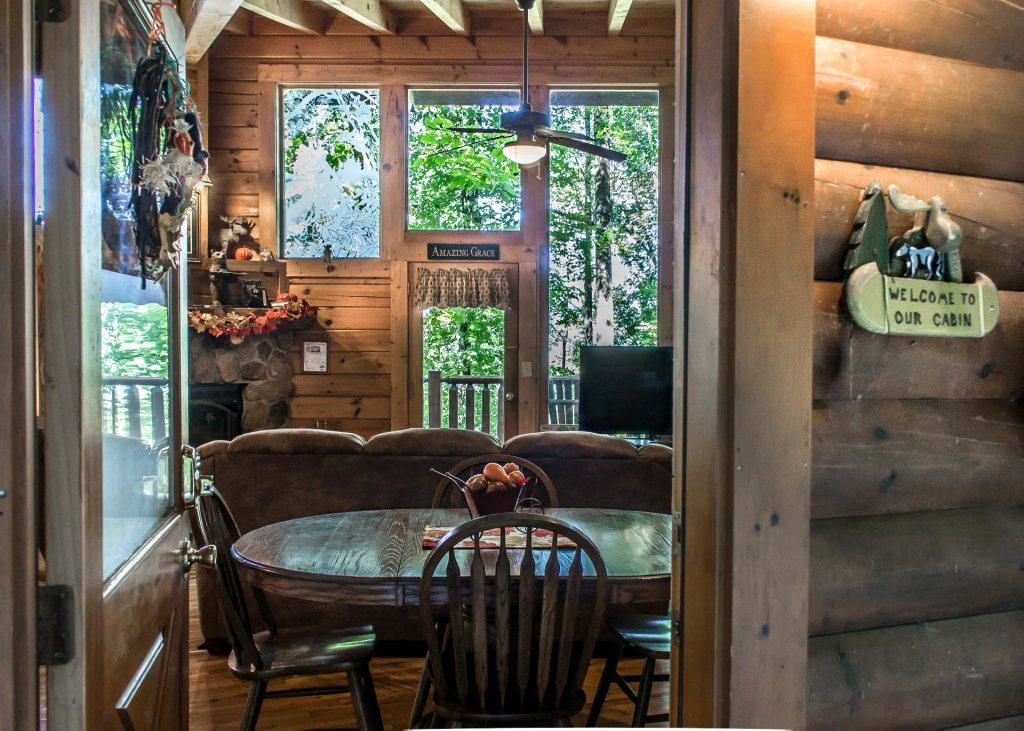 Photo of a Sevierville Cabin named Amazing Grace #25 - This is the fourteenth photo in the set.