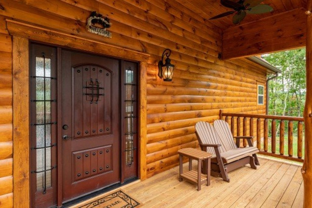 Photo of a Gatlinburg Cabin named Floor'd By The View - This is the third photo in the set.
