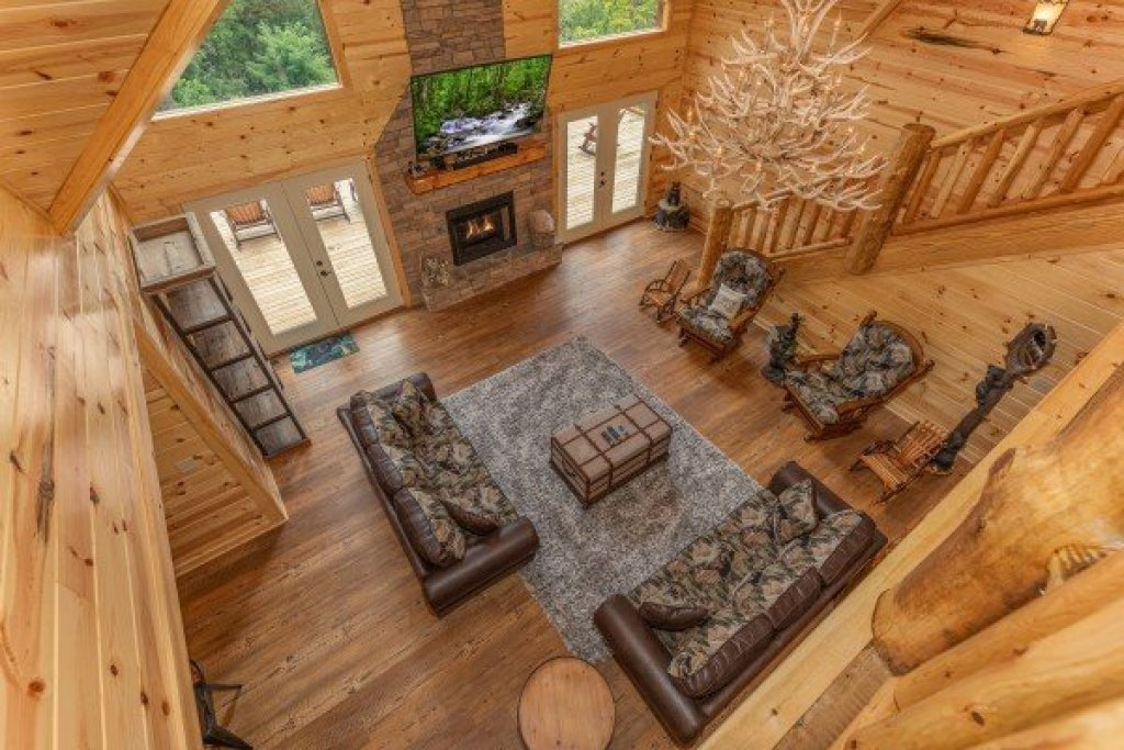 Photo of a Gatlinburg Cabin named Floor'd By The View - This is the twentieth photo in the set.