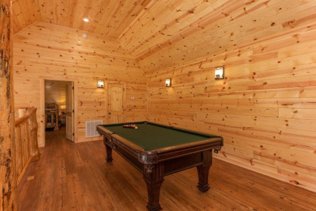 Photo of a Gatlinburg Cabin named Floor'd By The View - This is the twenty-first photo in the set.