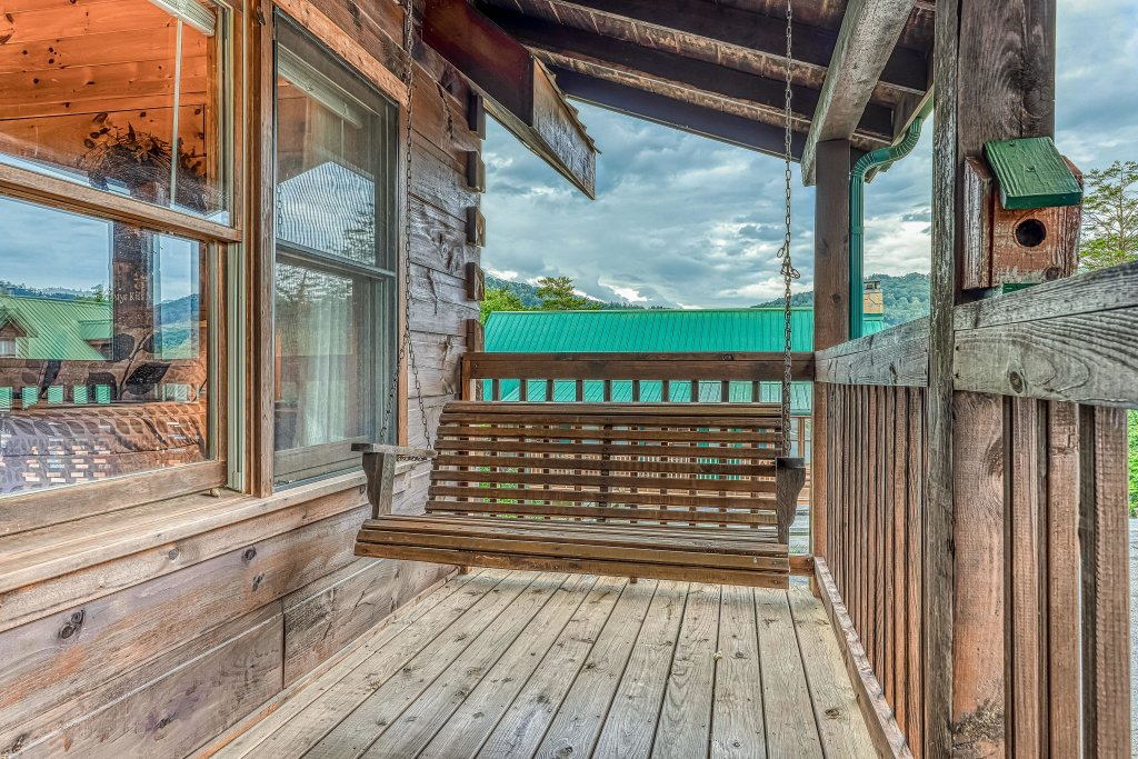 Photo of a Pigeon Forge Cabin named Arrowhead Log Cabin Resort: Snuggle Bear Hideaway Cabin - This is the twenty-second photo in the set.