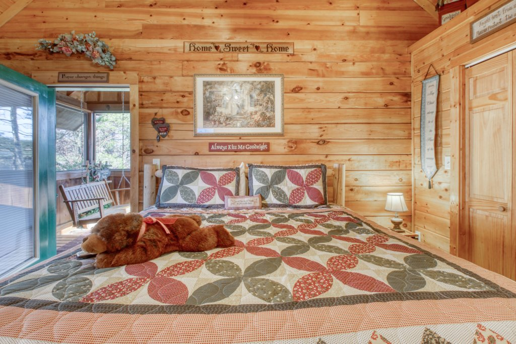Photo of a Pigeon Forge Cabin named Arrowhead Log Cabin Resort: Cuddly Bear Hideaway Cabin - This is the fifteenth photo in the set.