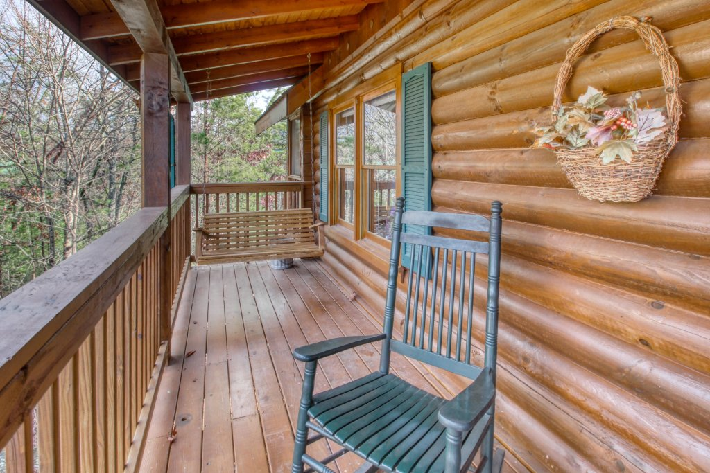 Photo of a Pigeon Forge Cabin named Arrowhead Log Cabin Resort: Cuddly Bear Hideaway Cabin - This is the twentieth photo in the set.