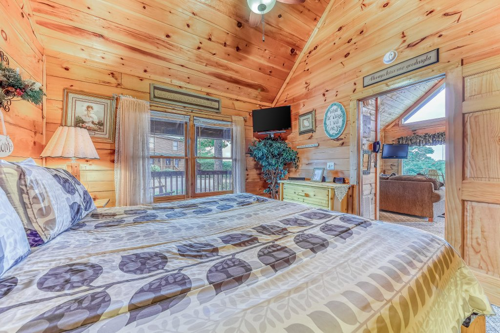 Photo of a Pigeon Forge Cabin named Arrowhead Log Cabin Resort: Snuggle Bear Hideaway Cabin - This is the twelfth photo in the set.