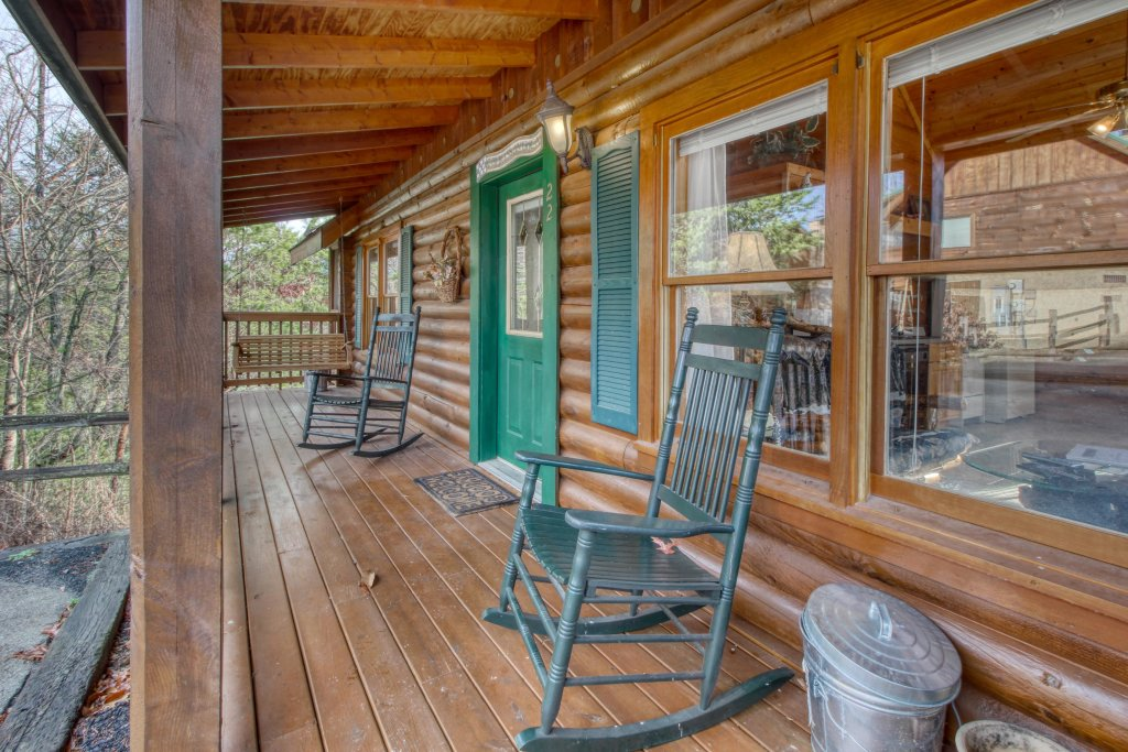 Photo of a Pigeon Forge Cabin named Arrowhead Log Cabin Resort: Cuddly Bear Hideaway Cabin - This is the twenty-first photo in the set.