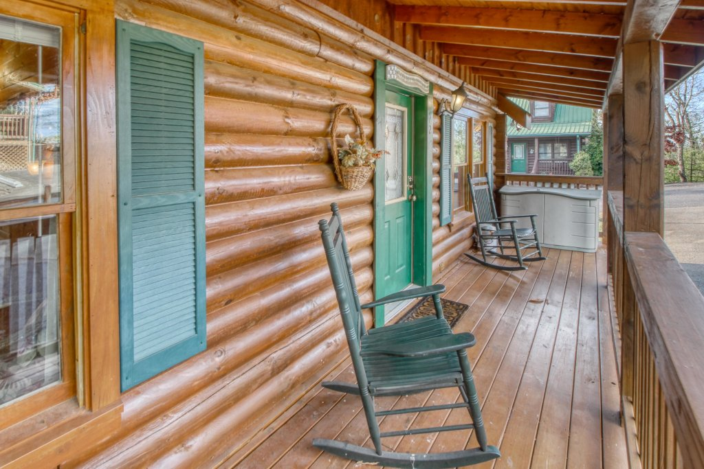 Photo of a Pigeon Forge Cabin named Arrowhead Log Cabin Resort: Cuddly Bear Hideaway Cabin - This is the nineteenth photo in the set.