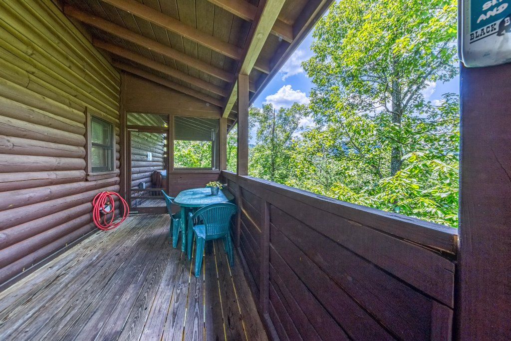 Photo of a Pigeon Forge Cabin named Arrowhead Log Cabin Resort: Papaw's Bear Den Cabin - This is the thirty-eighth photo in the set.