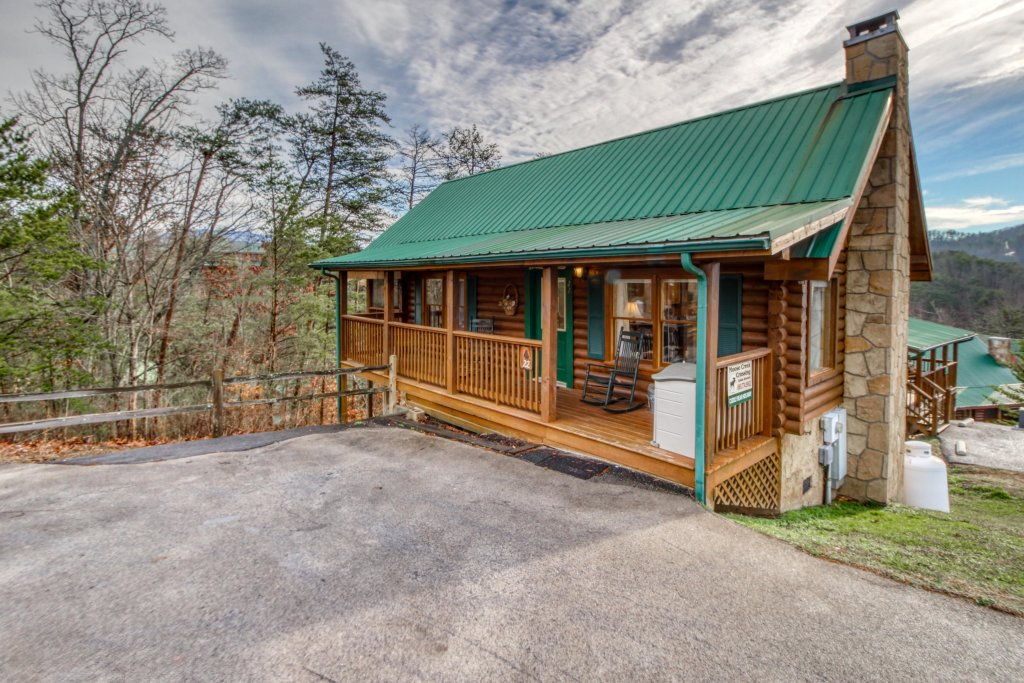 Photo of a Pigeon Forge Cabin named Arrowhead Log Cabin Resort: Cuddly Bear Hideaway Cabin - This is the thirtieth photo in the set.