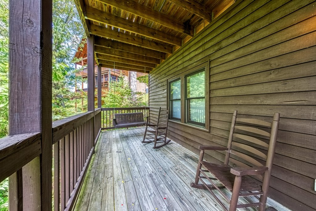 Photo of a Pigeon Forge Cabin named Arrowhead Log Cabin Resort: Papaw's Bear Den Cabin - This is the thirty-ninth photo in the set.