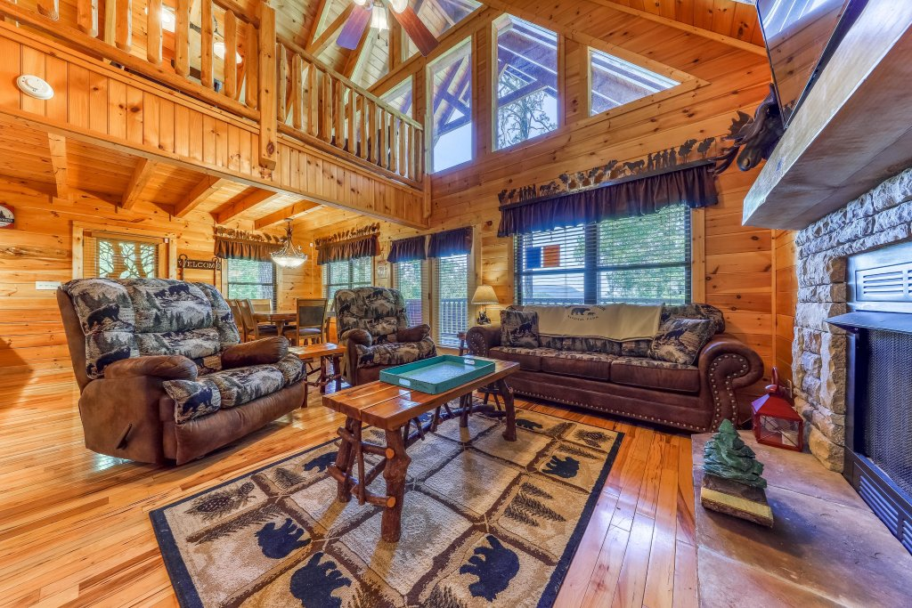Photo of a Sevierville Cabin named Rainbow Falls - This is the fourth photo in the set.