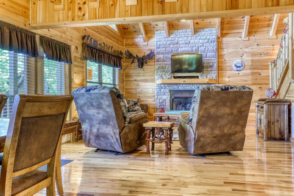 Photo of a Sevierville Cabin named Rainbow Falls - This is the sixth photo in the set.