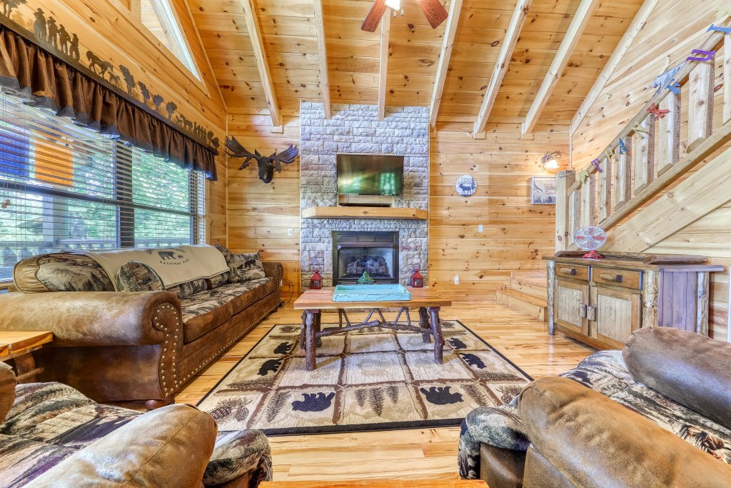 Photo of a Sevierville Cabin named Rainbow Falls - This is the tenth photo in the set.