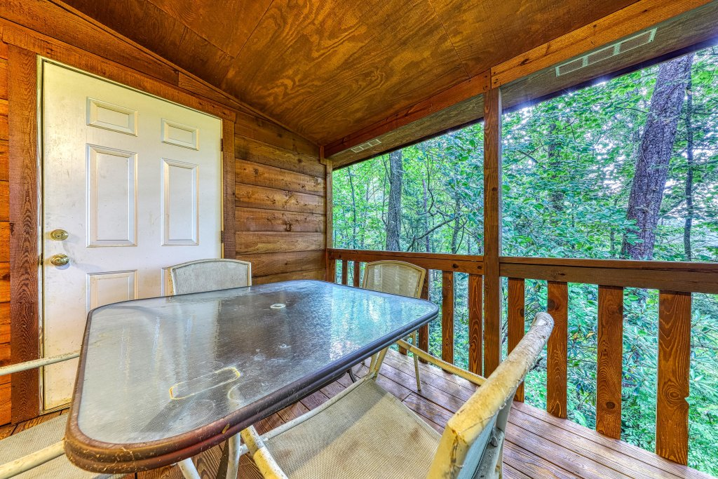 Photo of a Sevierville Cabin named Smoky Bear Hideout - This is the twenty-fourth photo in the set.