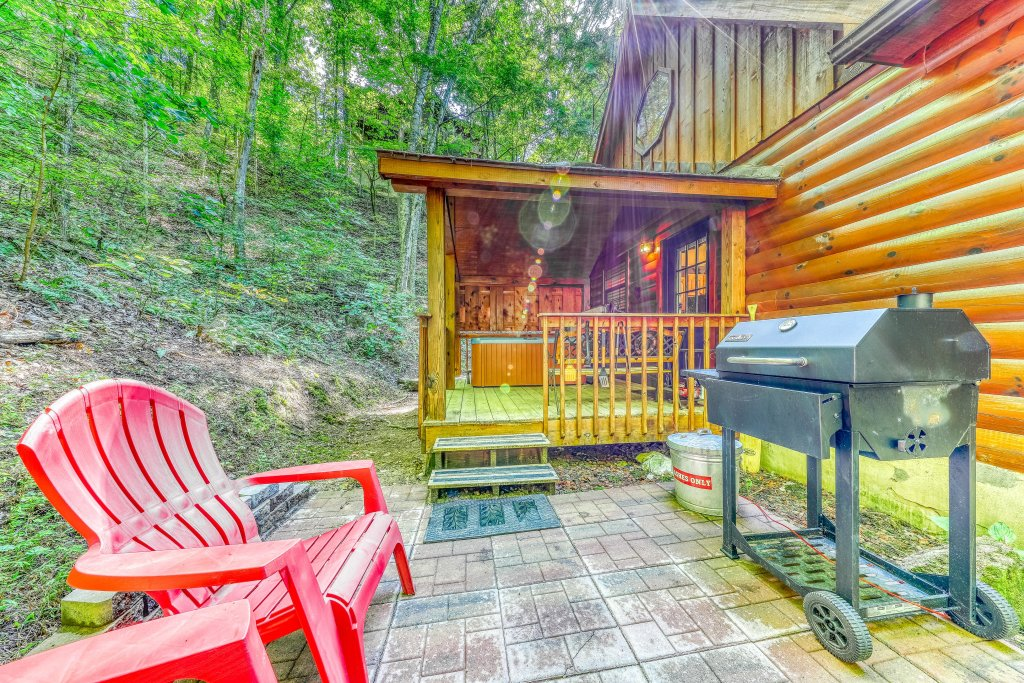Photo of a Sevierville Cabin named Playin' Hookie - This is the fifth photo in the set.