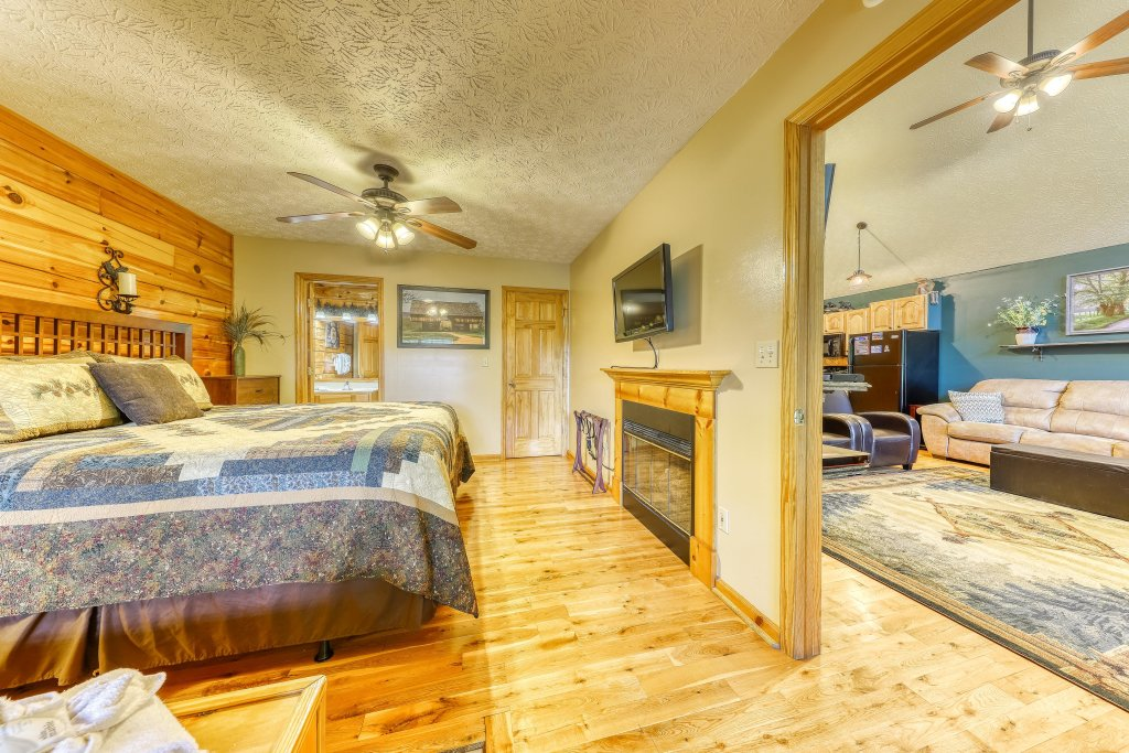 Photo of a Sevierville Cabin named Playin' Hookie - This is the sixteenth photo in the set.