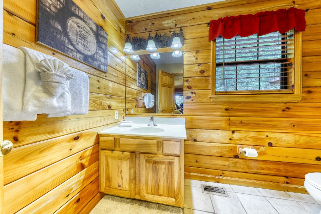 Photo of a Sevierville Cabin named Playin' Hookie - This is the twenty-first photo in the set.