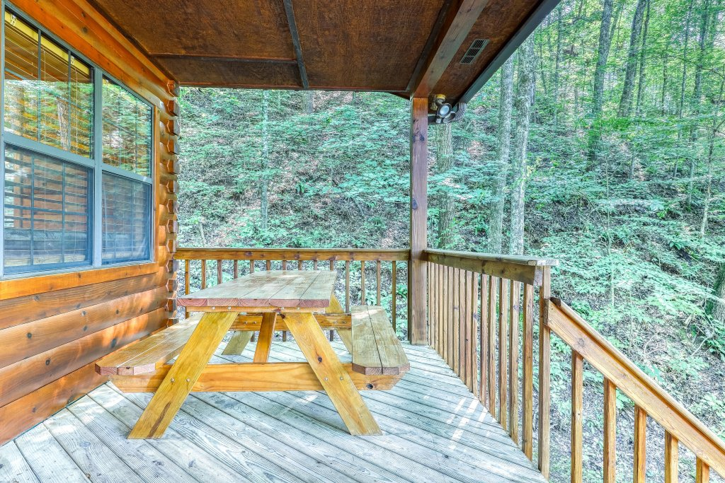 Photo of a Sevierville Cabin named Playin' Hookie - This is the thirty-fourth photo in the set.