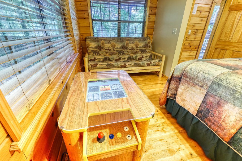 Photo of a Sevierville Cabin named Playin' Hookie - This is the twenty-sixth photo in the set.