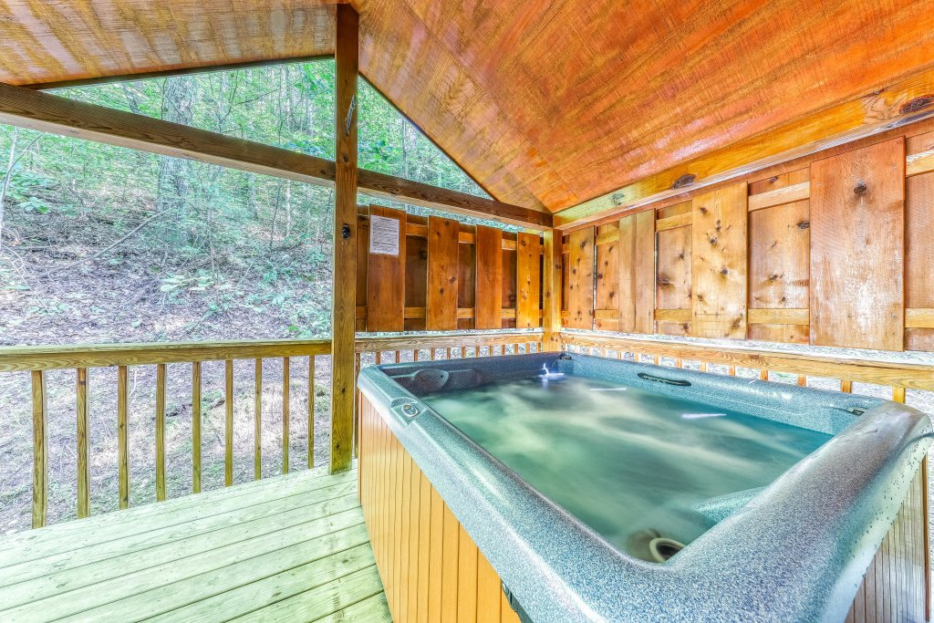 Photo of a Sevierville Cabin named Playin' Hookie - This is the thirty-second photo in the set.