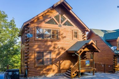 A 2 Bedroom, 3 Bath, Deluxe Cabin For 12 With Incredible Mountain Views.
