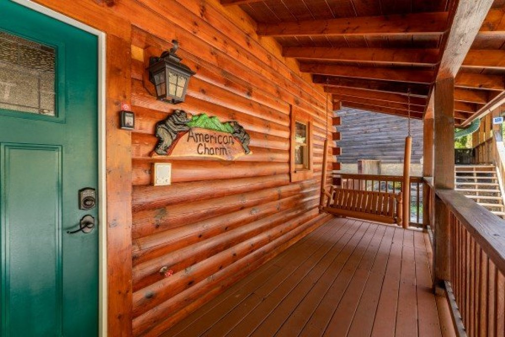 Photo of a Pigeon Forge Cabin named American Charm - This is the second photo in the set.