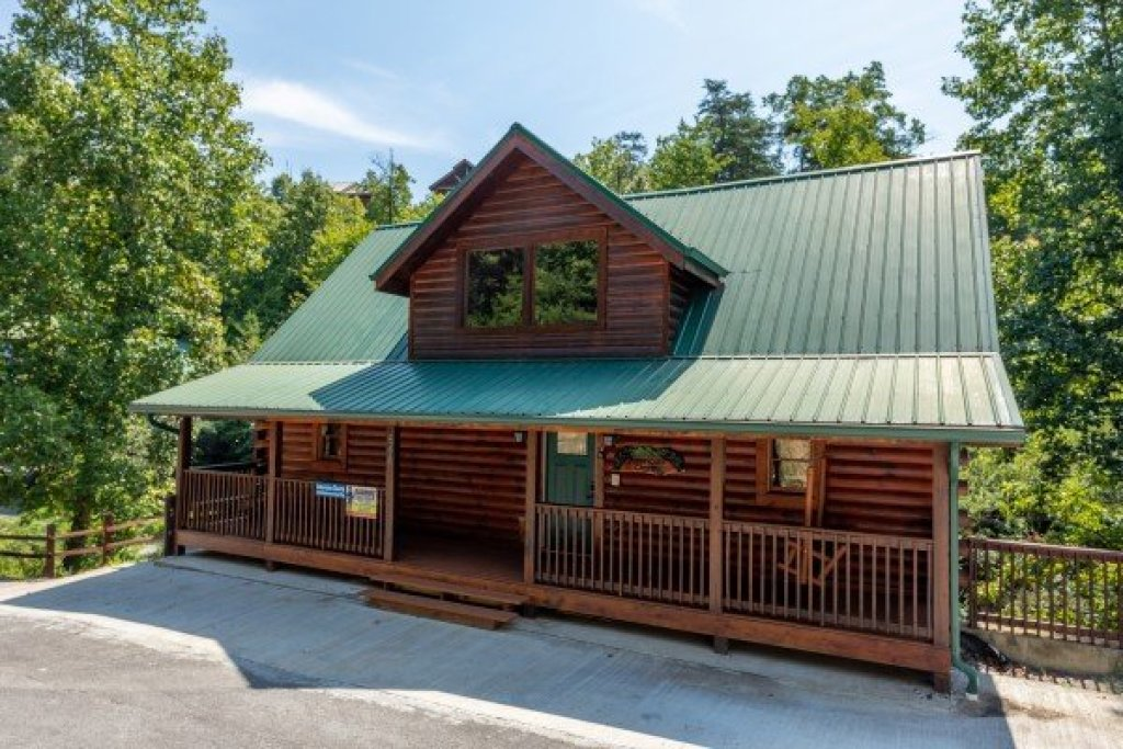 Photo of a Pigeon Forge Cabin named American Charm - This is the first photo in the set.