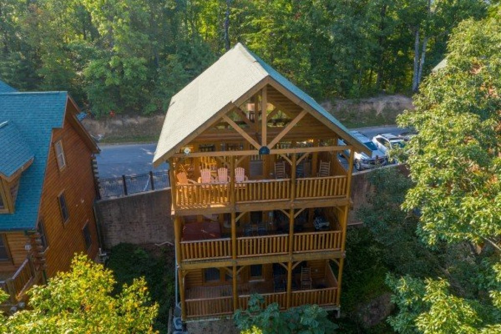 Photo of a Sevierville Cabin named Rocky Top Retreat - This is the second photo in the set.