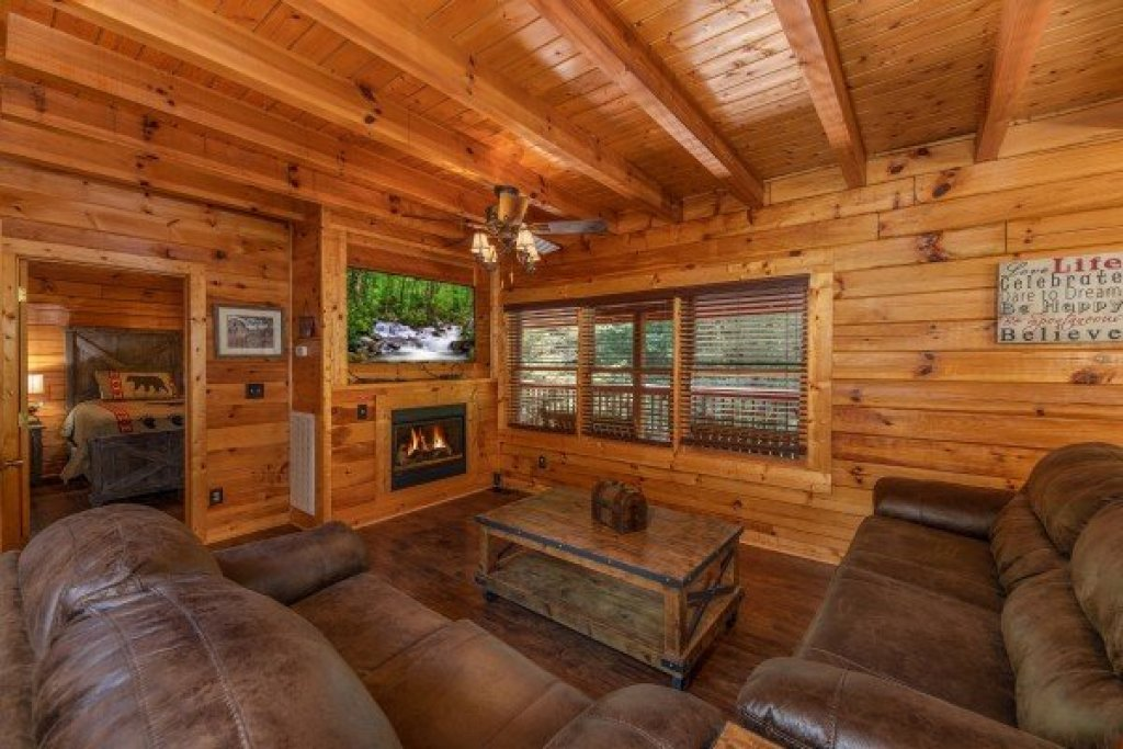 Photo of a Pigeon Forge Cabin named American Charm - This is the third photo in the set.
