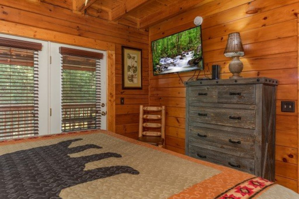 Photo of a Pigeon Forge Cabin named American Charm - This is the eighth photo in the set.