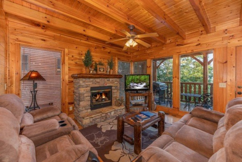 Photo of a Sevierville Cabin named Rocky Top Retreat - This is the third photo in the set.