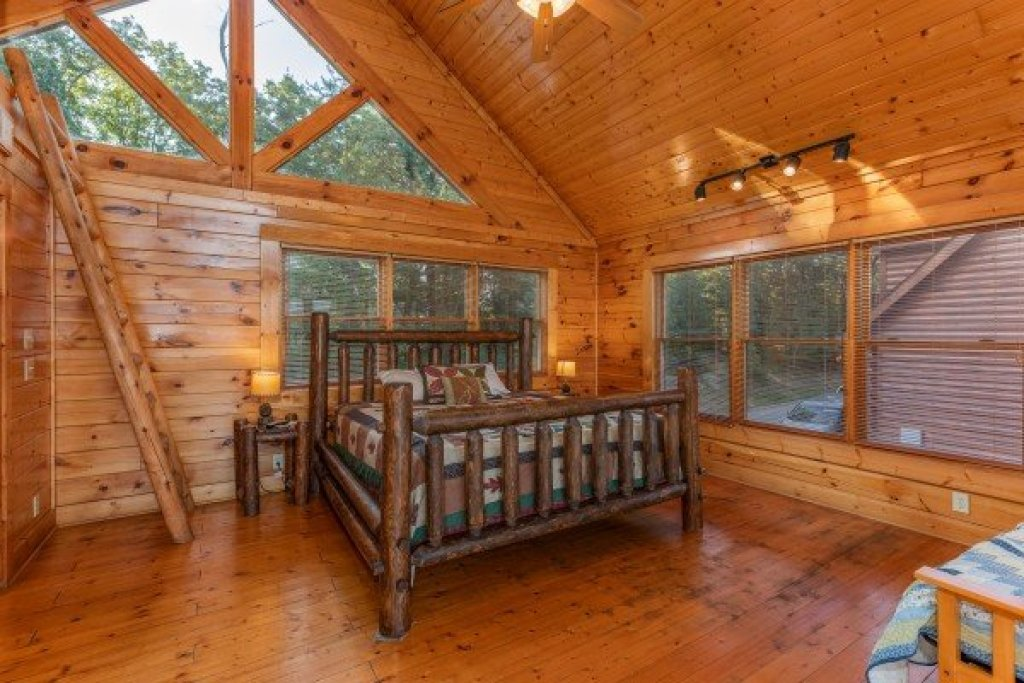 Photo of a Sevierville Cabin named Rocky Top Retreat - This is the twelfth photo in the set.