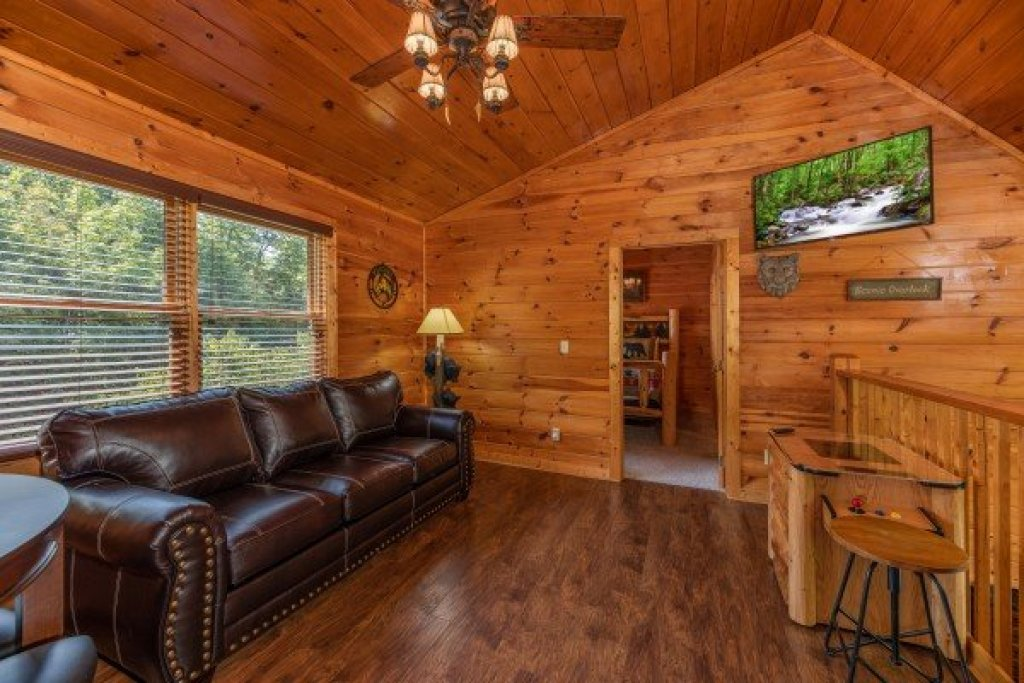 Photo of a Pigeon Forge Cabin named American Charm - This is the eleventh photo in the set.