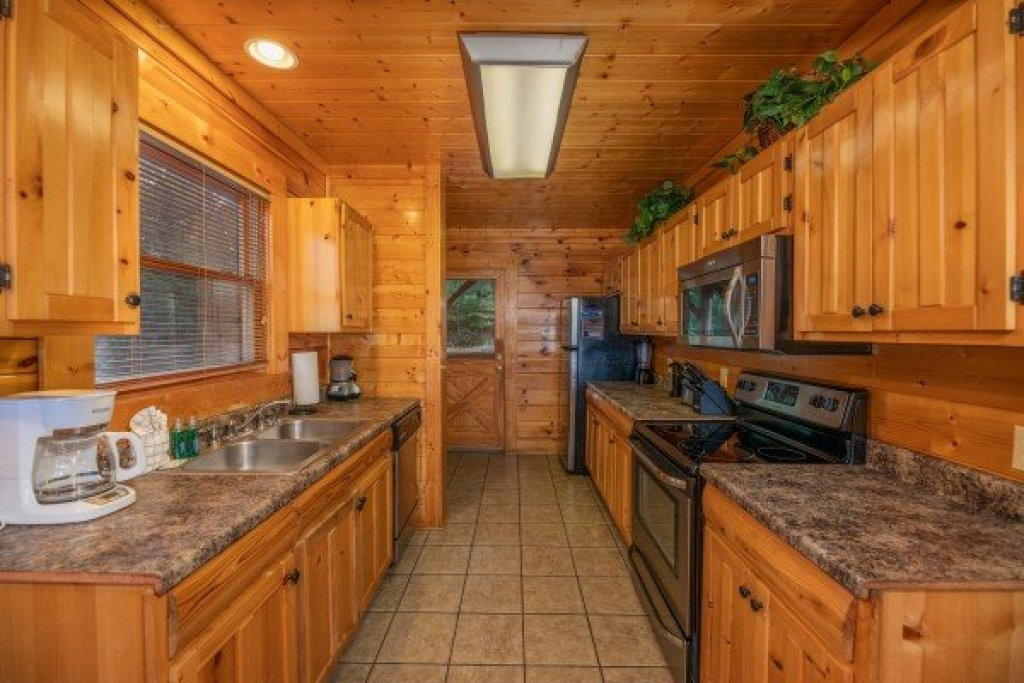 Photo of a Sevierville Cabin named Rocky Top Retreat - This is the fifth photo in the set.
