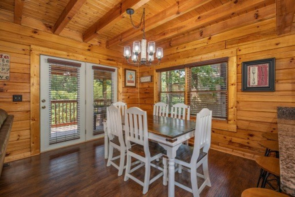 Photo of a Pigeon Forge Cabin named American Charm - This is the sixth photo in the set.