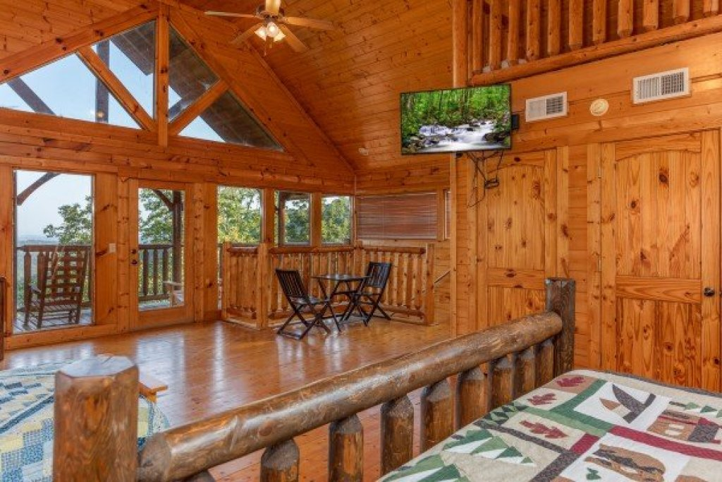 Photo of a Sevierville Cabin named Rocky Top Retreat - This is the thirteenth photo in the set.