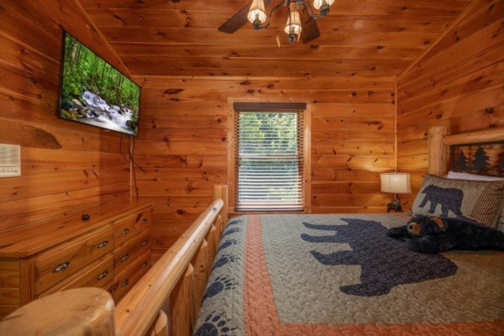 Photo of a Pigeon Forge Cabin named American Charm - This is the fourteenth photo in the set.