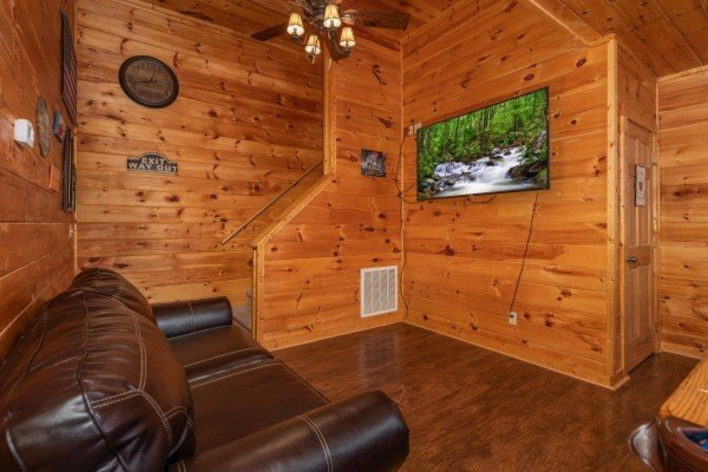 Photo of a Pigeon Forge Cabin named American Charm - This is the twentieth photo in the set.