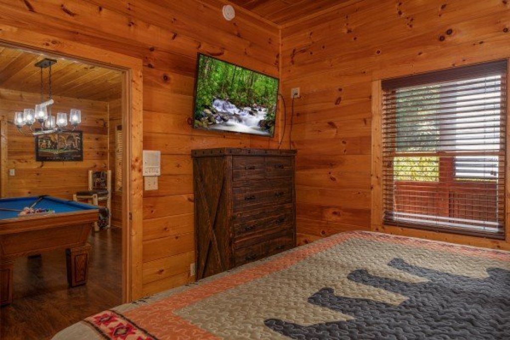 Photo of a Pigeon Forge Cabin named American Charm - This is the twenty-second photo in the set.