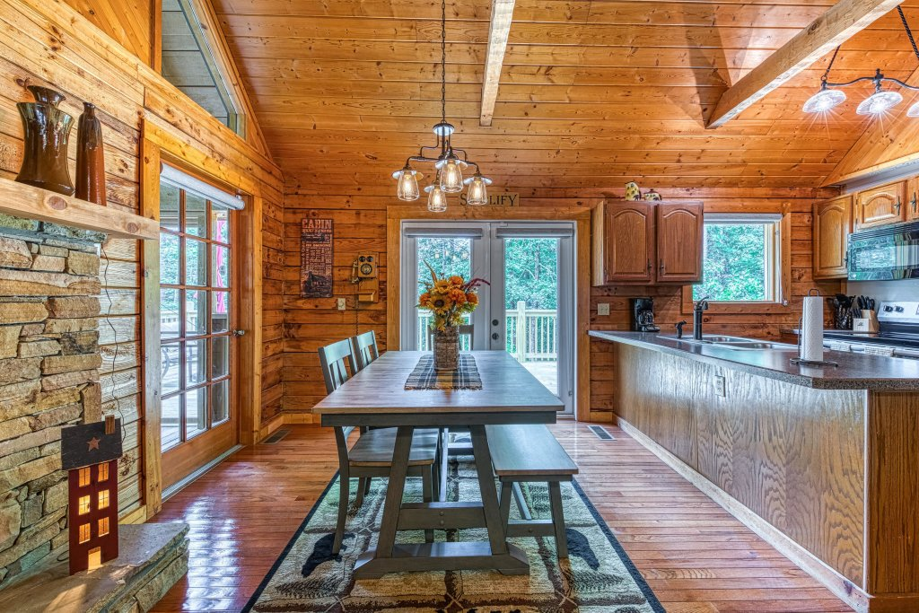 Photo of a Sevierville Cabin named Black Bear Bungalow - This is the eleventh photo in the set.