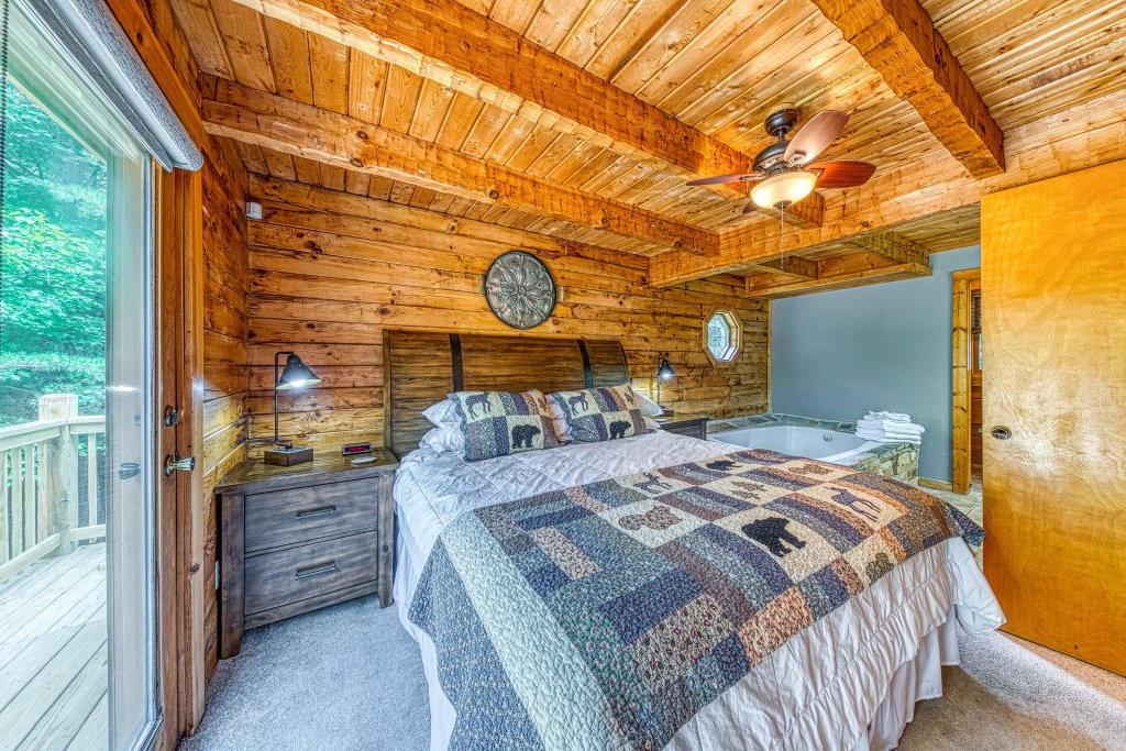 Photo of a Sevierville Cabin named Black Bear Bungalow - This is the seventeenth photo in the set.