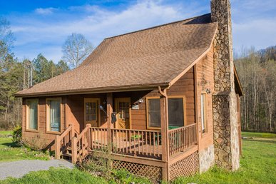 Spacious Yard, Privacy, And Homey… This Cabin Has It All.