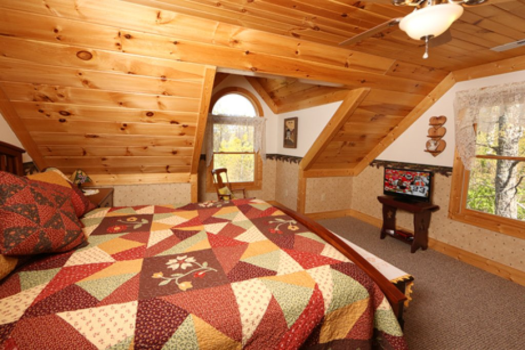 Photo of a Sevierville Cabin named Parkside Haven - This is the eighth photo in the set.