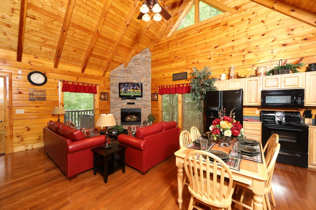 Photo of a Sevierville Cabin named Around The Mountain - This is the second photo in the set.