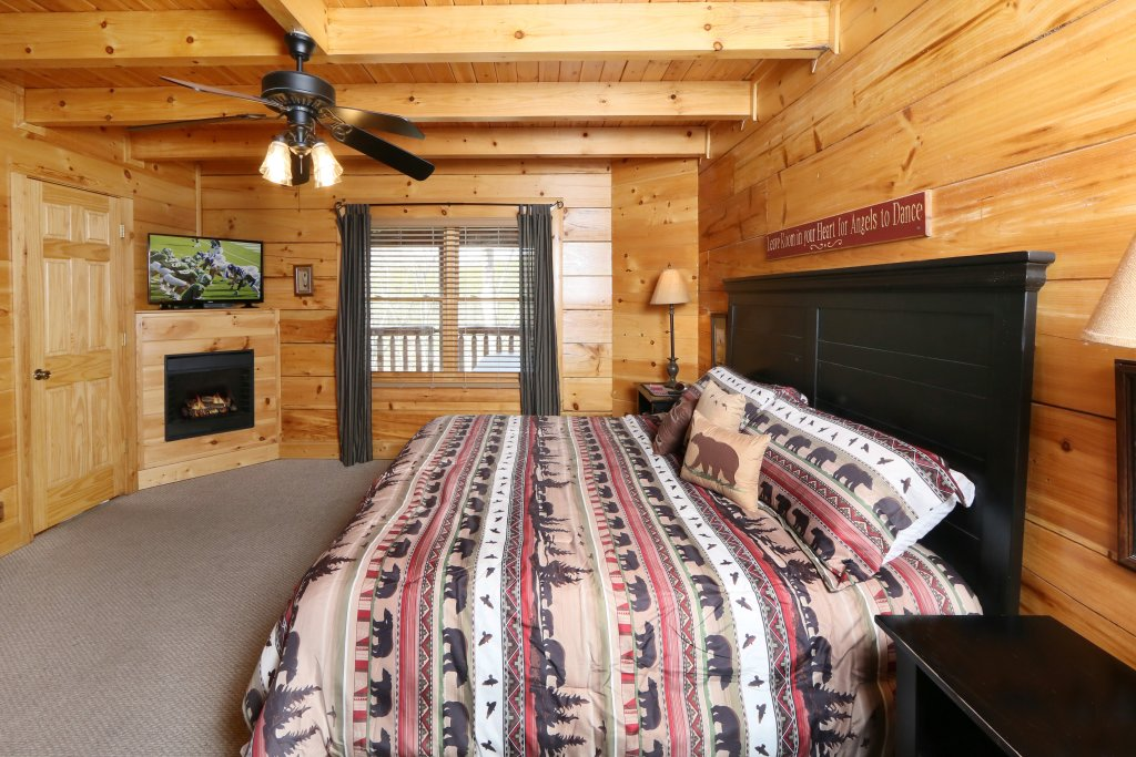 Photo of a Sevierville Cabin named Wild Adventures - This is the tenth photo in the set.