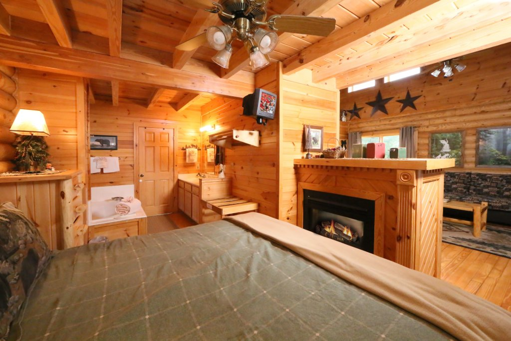 Photo of a Sevierville Cabin named Smoky Cascades - This is the third photo in the set.