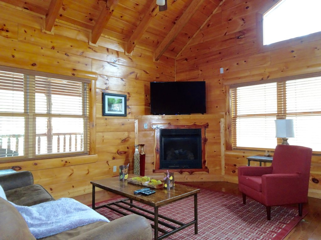 Photo of a Gatlinburg Cabin named Skinny Dippin - This is the third photo in the set.