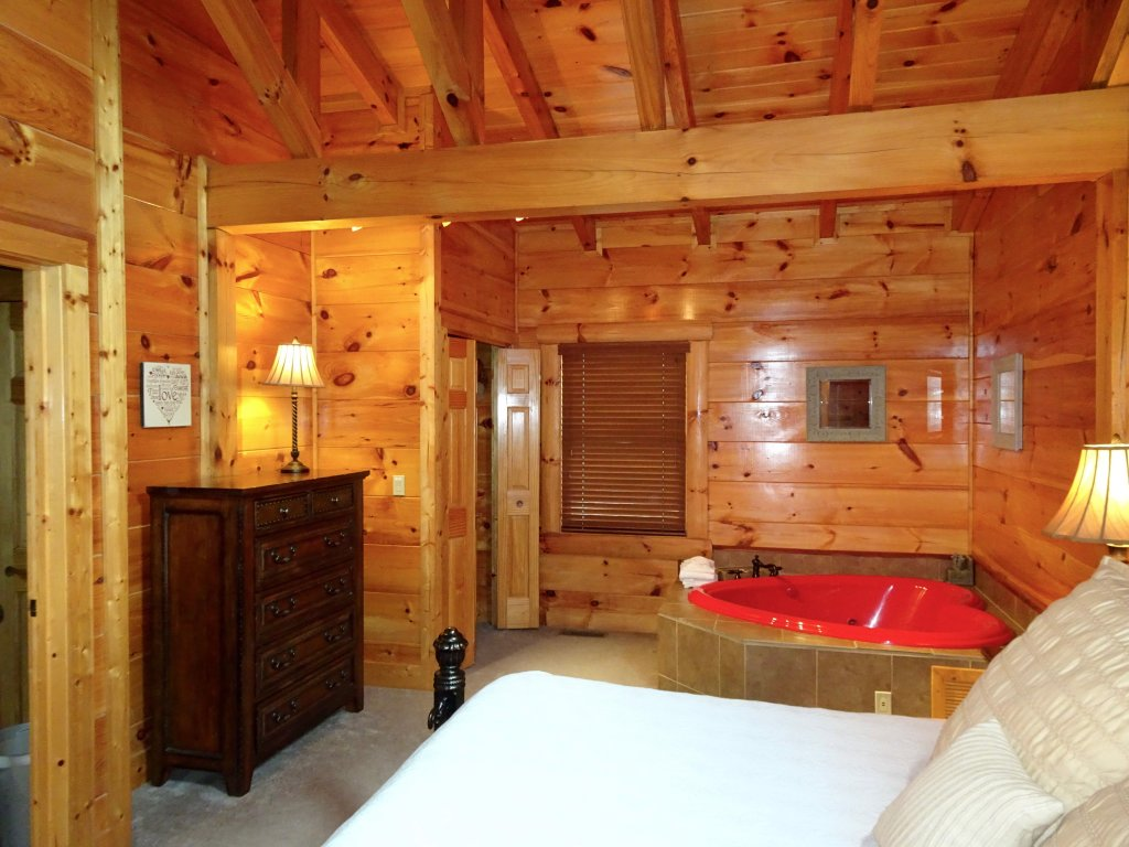 Photo of a Gatlinburg Cabin named Skinny Dippin - This is the fifth photo in the set.